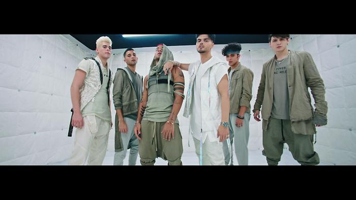 Me Vuelvo Loco Official Video