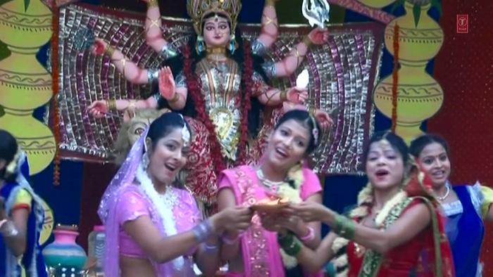Sakhi Aarti Gaava