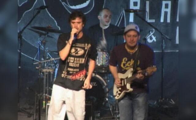 Pra Poucos Ao Vivo Em São Paulo  2005