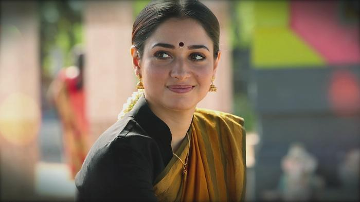 Neenda Malare Lyric Video