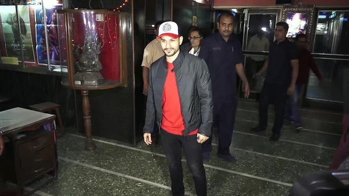 DishaAditya  Kunal Khemu Visit Gaeity Galaxy For Fans Reaction Of Malang
