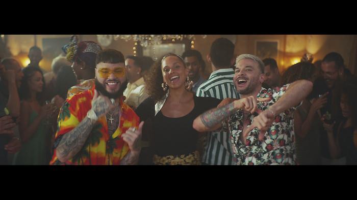Calma Alicia Remix  Official Video