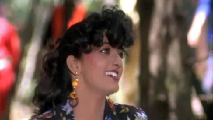 Aashiq Pukaro Video Song from Phool Aur Angaar | Hindi Video Songs | Video  Song : Hungama
