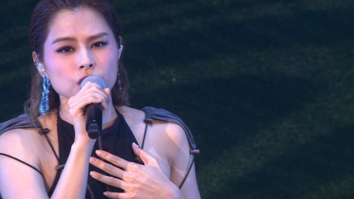 Qiu Yi Nong Live
