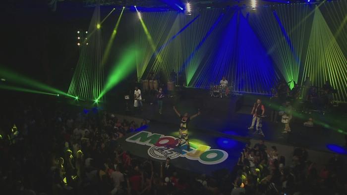 Uma Brasileira Vídeo Ao Vivo