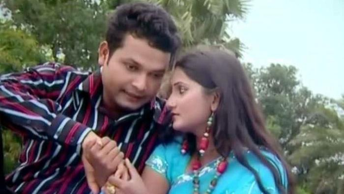 Prithibir Shob Laal Shari