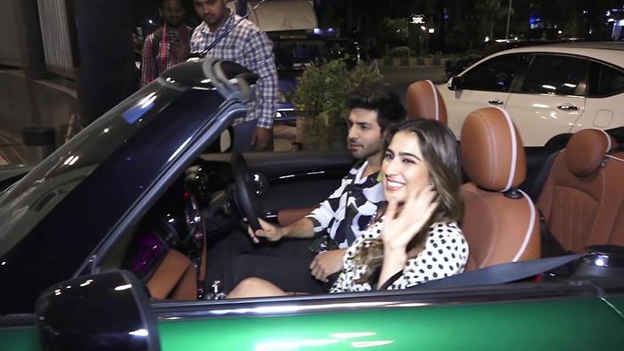 Sara Ali Khan  Kartik Spotted Promoting Love Aajkal 2 In College