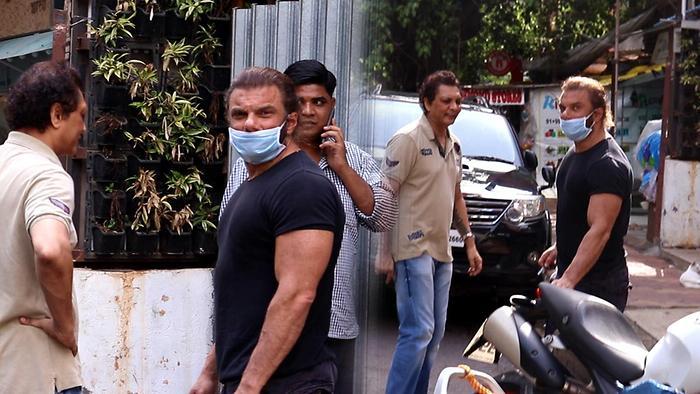 Salman Khan Brother Sohail Khan Spotted At Bandra
