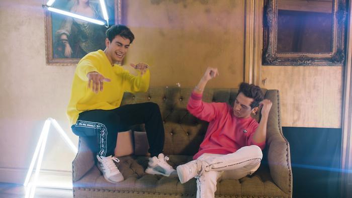 Piénsalo Official Video