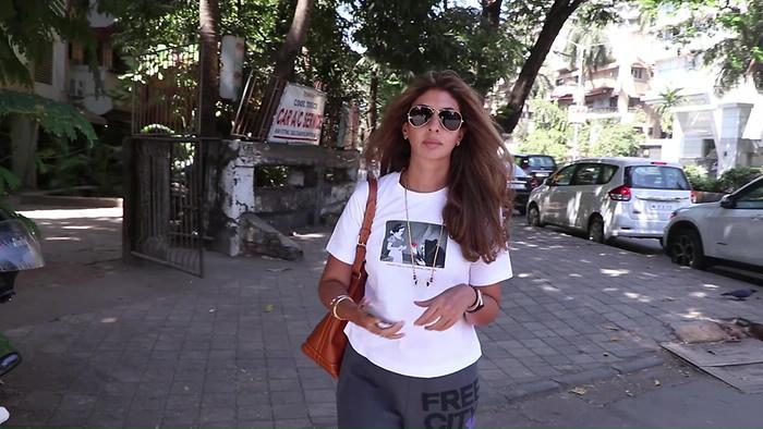 Shweta Bachan Spotted At Kromakay Salon Juhu